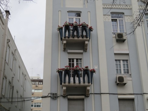 What a great use for old jeans!!! It certainly brightened up the facade of this old building.