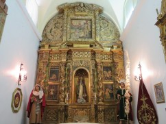One of the tiny side chapels.