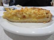 Believe it or not....this was for me.... tarte de maçã....apple pie!!!.