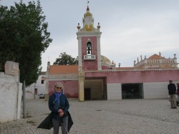 We took this one for Pat's granddaughter......imagine, Nanny in front of a pink palace!!!