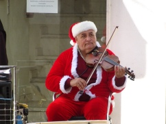 le triste violoneux Trouvé dans une ruelle de Olhão il faisait tellement du genre « j'aimerais être ailleurs »