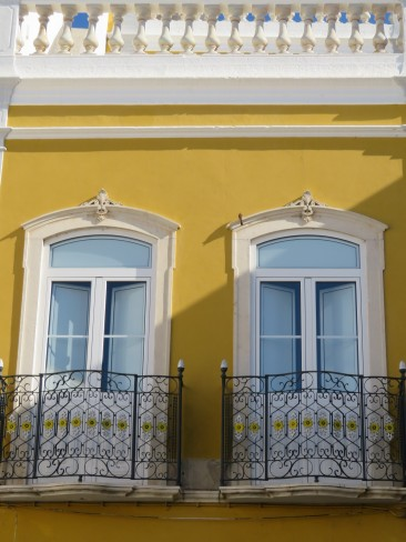 As you can see, the attention to detail here is impeccable. Look at the yellow in the grillwork compared to the wall.