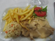 Bifes de Peru com Molho de Natas e Cogumelos....turkey with a cream and mushroom sauce.