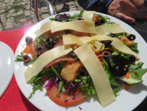 Marc had this pheasant salad. I forgot to take a photo of Laurie's soup.......boring!!