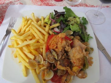 Our delicious prato do dia....frango al olahanese...chicken and clams.
