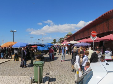 A couple of shots of the market in full swing. It was a little less busy than some other Saturdays but that's ok, it makes it easier for walking about .