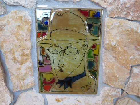 We stopped at a place we had wanted to visit,, Quinta dos Poetas.....this isone of the tiles inserted in the counter on arrival. We've made a reservation there to dine out with friends later in the month