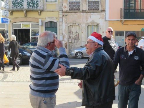 So many people greeting each other with calls of boas festas or feliz natal.