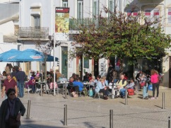As it was a very warm and sunny day the cafes were overflowing. We sat at the end of our wanderings to enjoy a bica before heading back to Estoi.