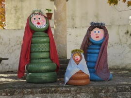 I LOVE this use of old tires to create the nativity scene.