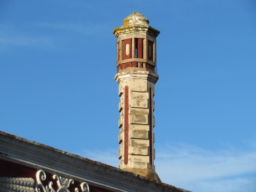 I quite liked this old chimney.