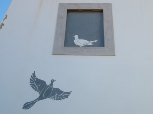 I was delighted to find this painted on the wall of a building. Quite clever.