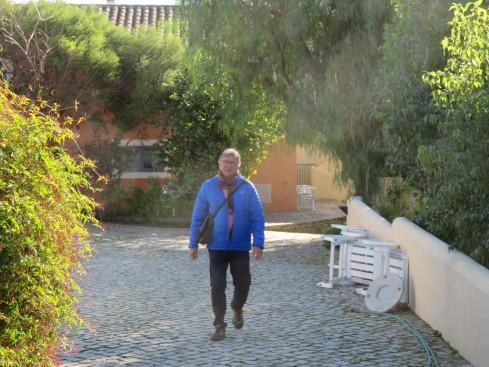 It was still cool when we left the quinta this morning to head off for Pat and Gary. By lunchtime we were in tee's!