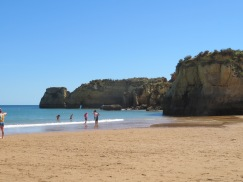 We took a stroll along the beach to appreciate the rock formations and the sea.