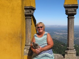 The colourful queen's terrace (Relógio de Sol) with beautiful views over the Sintra region and Patricia enjoying the outing and the many breathtaking vistas