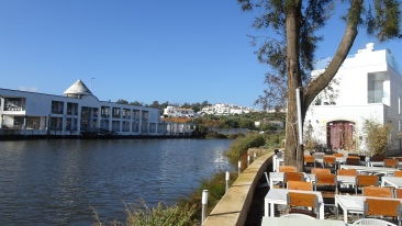 The river Gilão changes its name to Rio Séqua at the ancient bridge named Ponte Romana in the centre of Tavira.