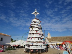 The tree is decorated with felt balls.....they all looked to be hand made.