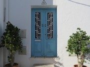 I like this doorway. I find it inviting and elegant.