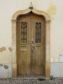 A very Moorish doorway, which is quite a common site in Silves.
